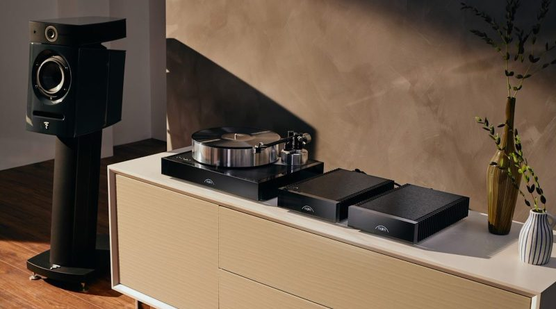 Naim Solstice Turntable, The Aro Tonearm and Equinox Cart In the Solstice SE Package