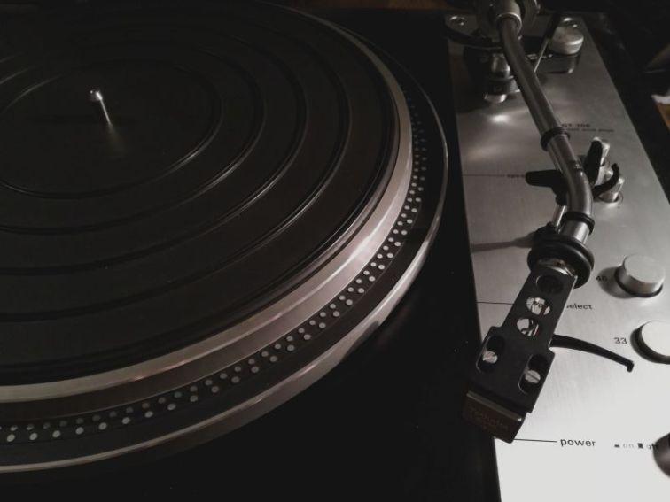 audio autonomy Denon GT-700 gramofon