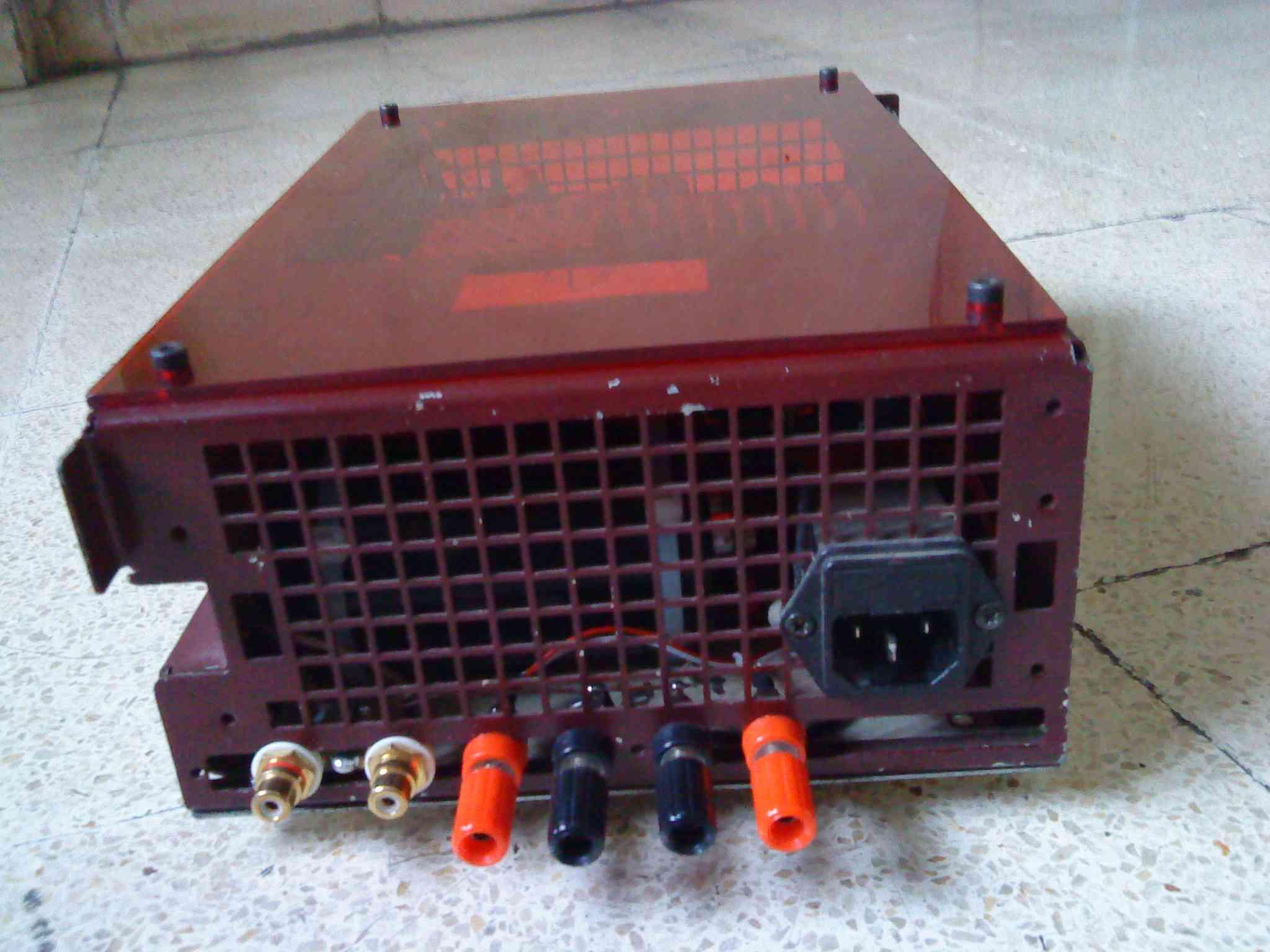Panel belakang The Redbox