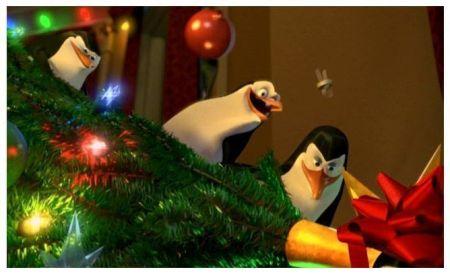 • Los pingüinos de Madagascar en una travesura navideña
