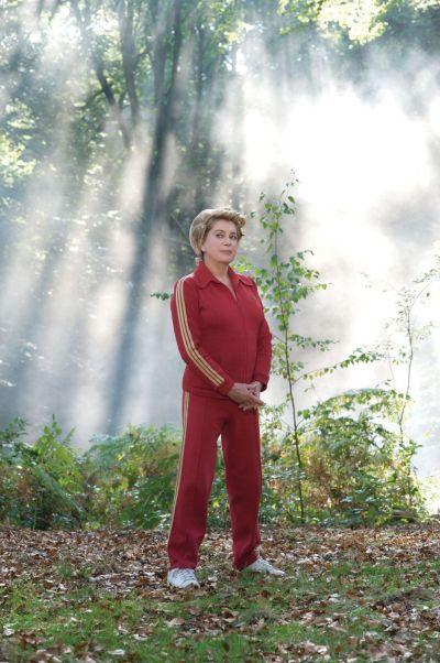 """Catherine Deneuve en el film """"Potiche"""" (2010)"""