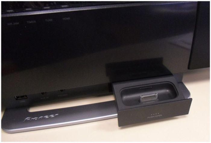 Cajón soporte para iPod/iPhone en el Pioneer X-SMC1