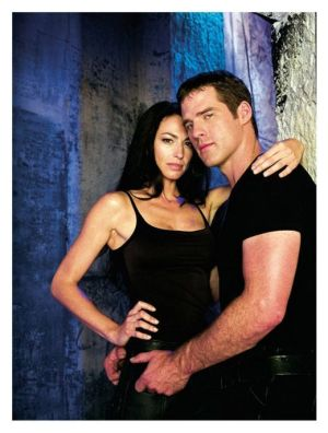 Ben Browder y Claudia Black en