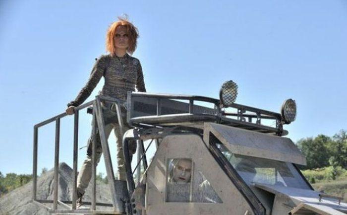 Irisa es una de las protagonistas en DEFIANCE (2013)