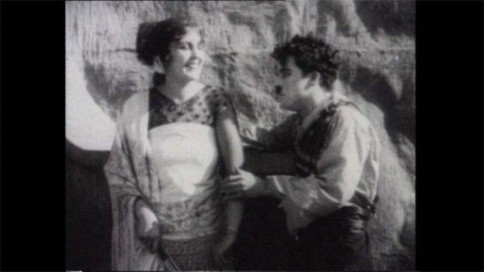"""Charlot en su parodia de """"Carmen"""" (1916)"""