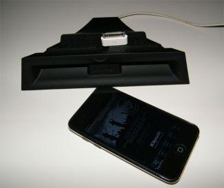 hueco para conector orignal de Apple. En Klipsch Stadium