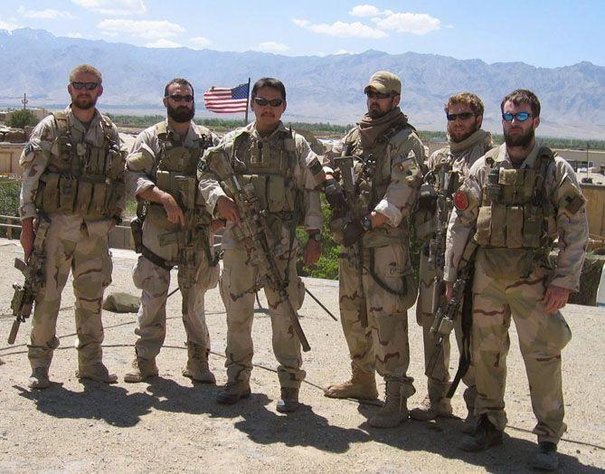 """Los soldados reales que intervinieron en la """"Operación Alas Rojas"""""""