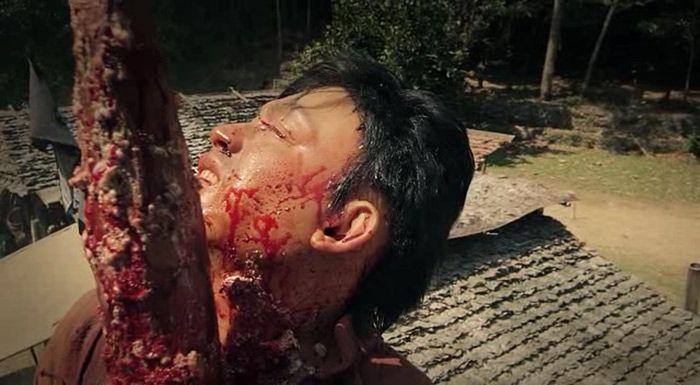 El hombre de los puños de hierro (2015) AudioVideoHD.com