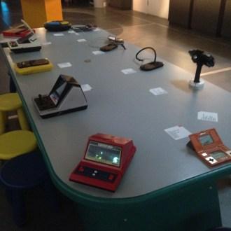 La table des consoles portables et jeux électroniques
