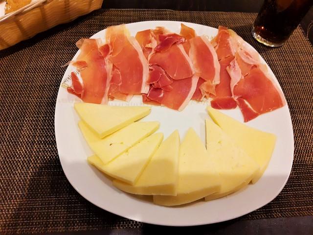 Serano Schinken und kanarischer Käse