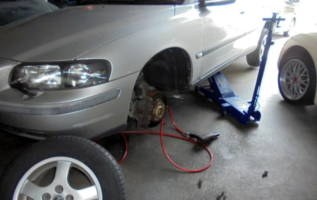 ボルボ V70 タイヤ交換&ドライブシャフトブーツ交換