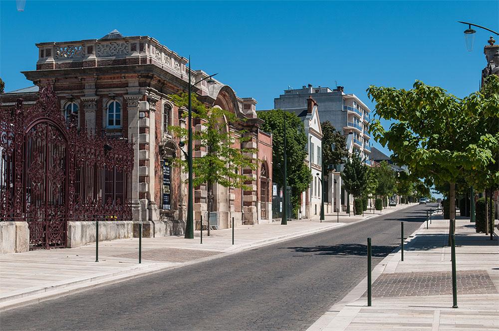 Avenue_de_Champagne,_Épernay_(8132669246)