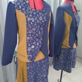 veste bleu,doré et moutarde asymétrique.