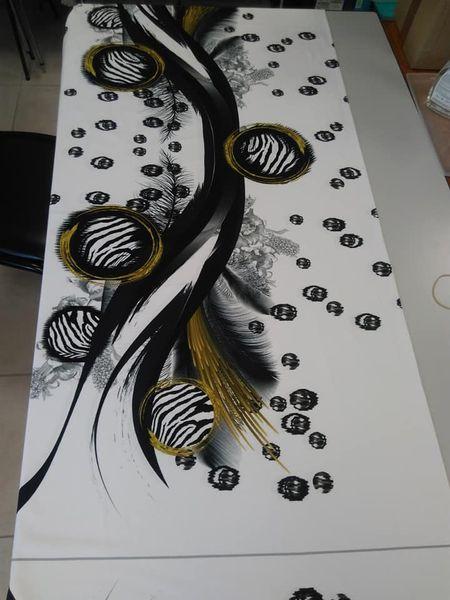 tissu blanc motifs noir et doré