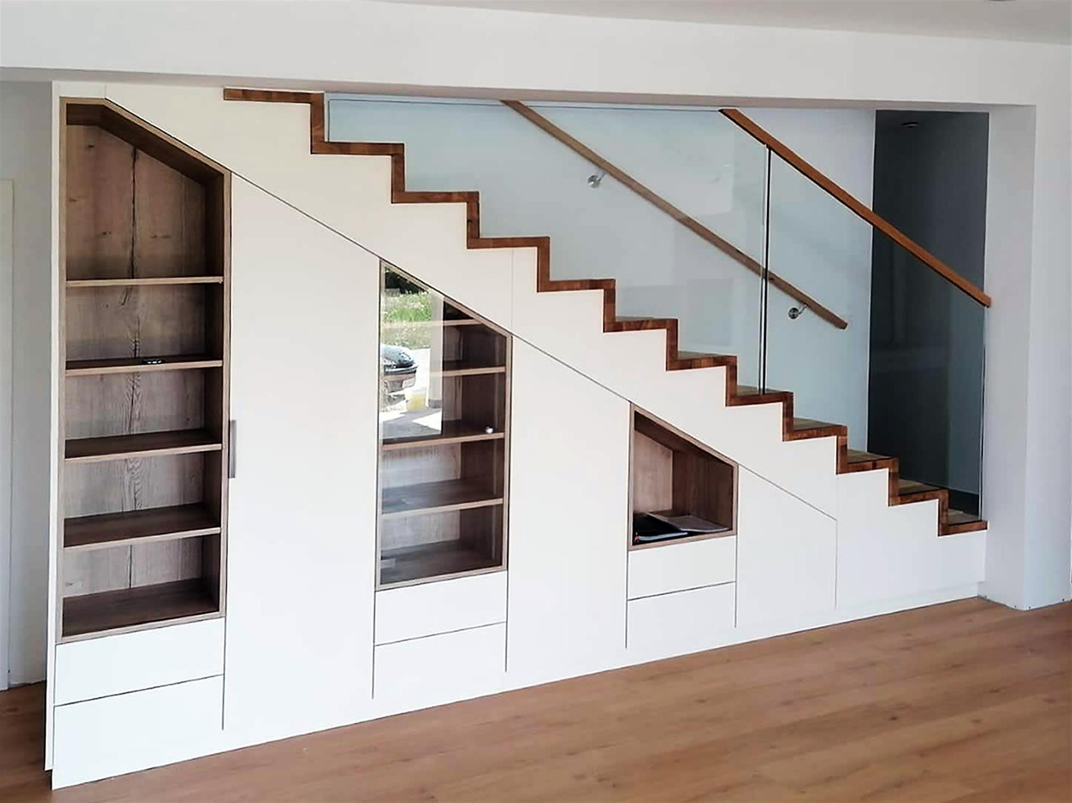 Stiegenverbau im Wohnzimmer vom Tischler