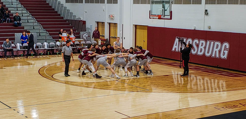 Men's basketball hands St. Thomas first conference loss
