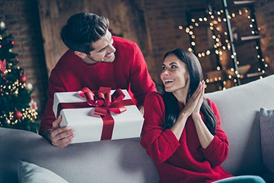 christmas gift couple spouse tree