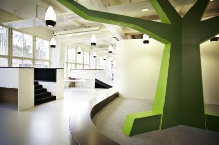 Customised-interior-such-as-the-Tree-creates-natural-meetingplaces-and-points-of-reference-in-the-school_Design-RosanBosch_Ph