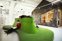 The-organic-Sitting-Islands-are-designed-specially-for-the-childrens-work-with-labtops_Design-RosanBosch_Photo-Kim-Wendt
