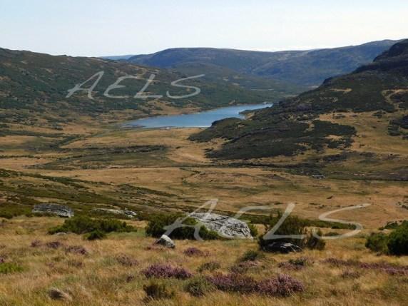 Valle del alto Tera con el embalse de Vega de Conde y las laderas del Moncalvo al fondo
