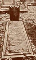 Salah satu jenis makam yang bertuliskan dengan ejaan Yahudi