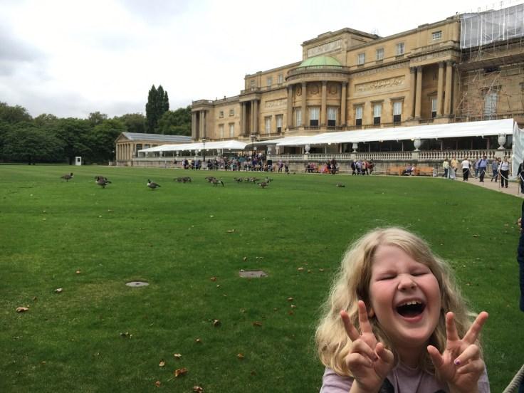 Bukinghamin palatsi, Lontoo, London, halvat lennot, kuningatar Elisabeth, nähtävyydet