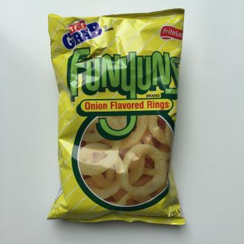 frito-lay-funnyuns Onion flavored rings american snacks