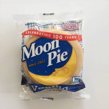 Chattanooga Moon Pie Vanilla american snacks American groceries Auntie Ammie's Candy Shop