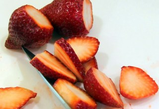 sliced stawberries