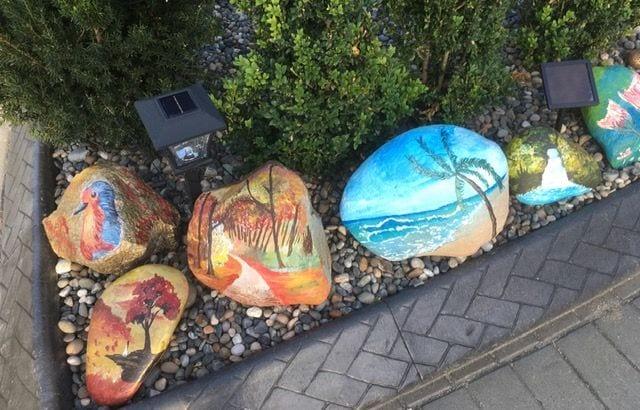 Tropical scenes painted on rocks.