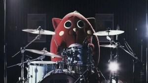 La mascotte giapponese divenuta virale come batterista death-metal