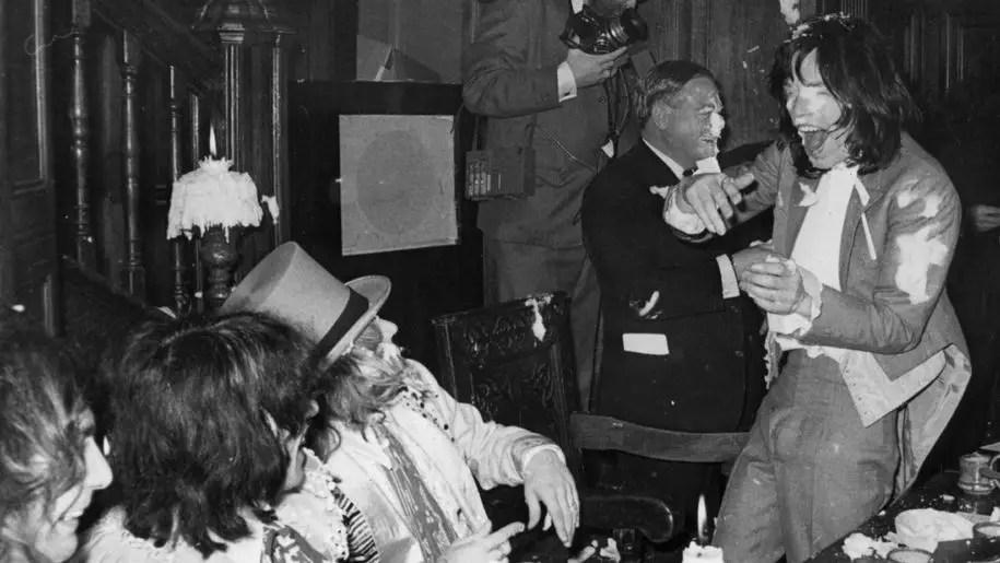 La folle cerimonia di lancio di Beggars Banquet dei Rolling Stones