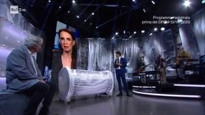 Una pezza di Lundini: come l'assurdo ha riavvicinato i giovani alla TV