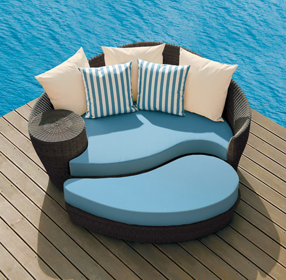 cassiopeia round rattan daybed and ottoman