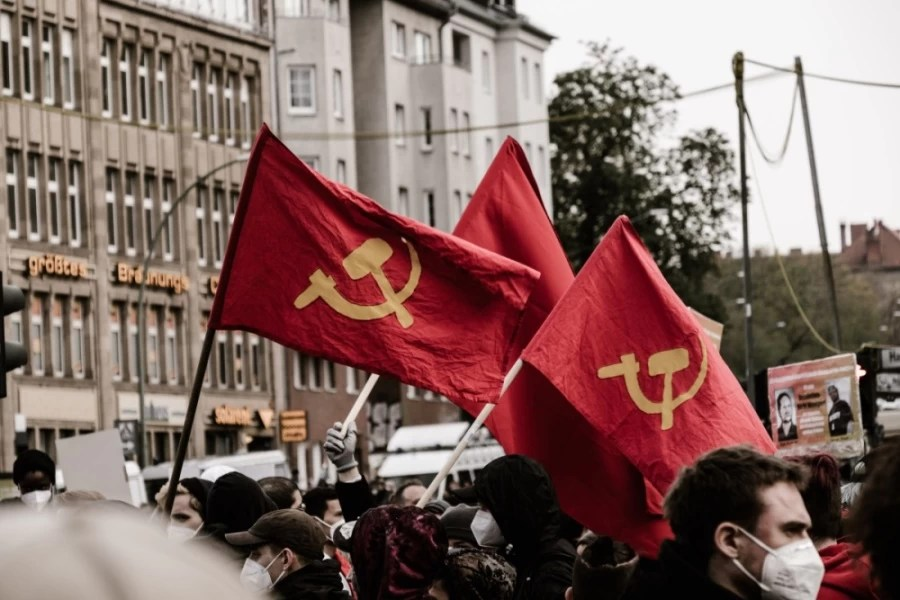 Read more about the article Book Summary: The Manifesto of the Communist Party, by Marx and Engels
