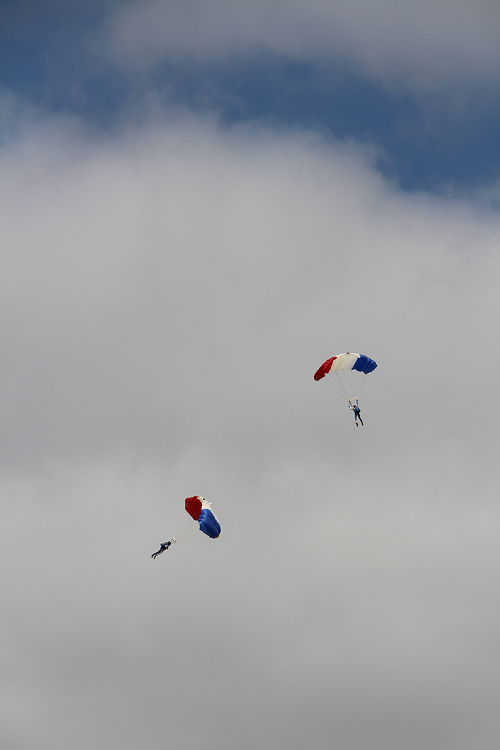 21 - Demonstration de parachustistes francais - Salon du bourget 2017 - Au'riginalité