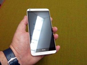 HTC-Desire-816-Hand