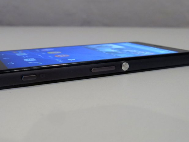 SonyXperiaZ3Compact-RightEdge