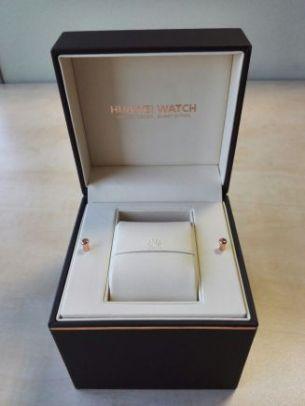 Huawei Watch Box Open