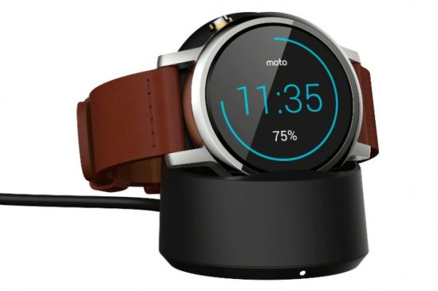 moto_360_2nd-gen_42mm_cognac_charging