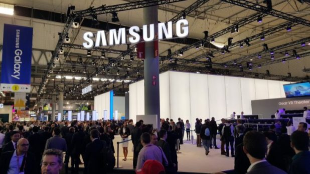 samsung-stand-exterior-mwc-2016