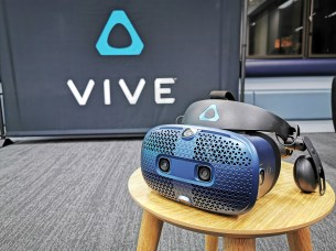 htc-vive-cosmos-headset