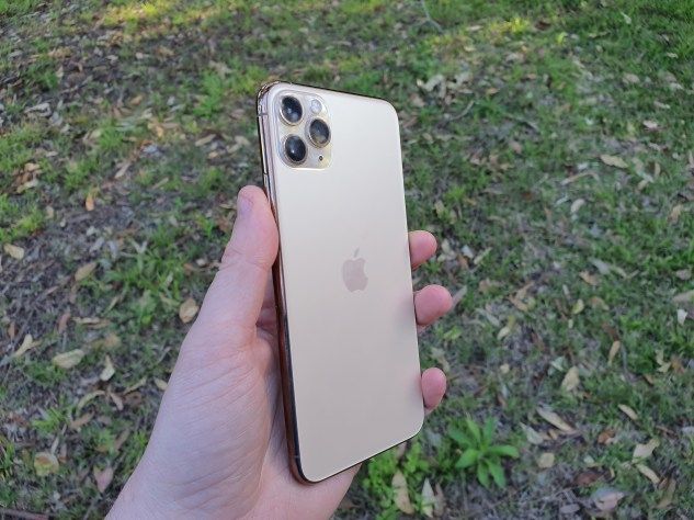 iphone11promax-front_hand