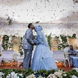 groom-kissing-the-bride-confetti