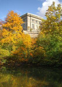 Das Goethe- und Schiller-Archiv im Herbst