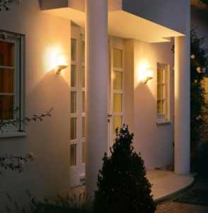 Steinel Sensor Außenleuchte am Haus sorgt für ein schönes Licht