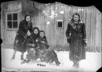 Patru tinere la s¿niu¿, 1940