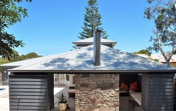Outdoor entertaining area use Franklin irregular walling as cladding stone for a wall