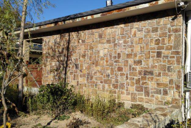 A stone house walling designed with Quilpie Colonial wall stone cladding from Aussietecture