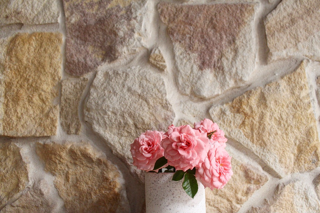 Irregular Ranch Australian stone wall claddings used in An interior wall design with some pink flowers